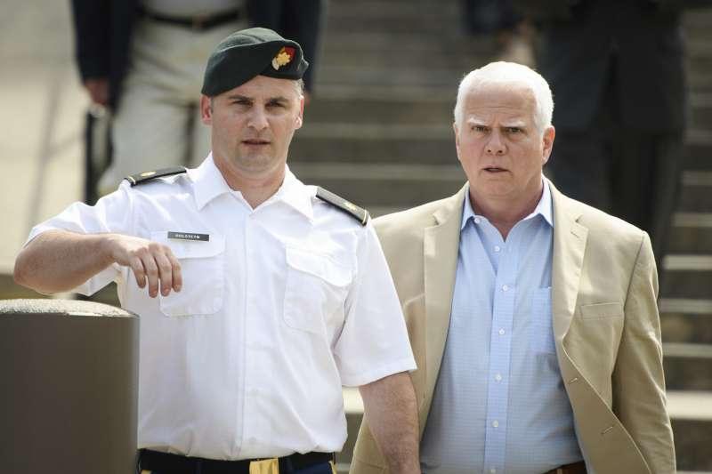 美國陸軍少校高斯坦(Mathew Golsteyn,左)(AP)