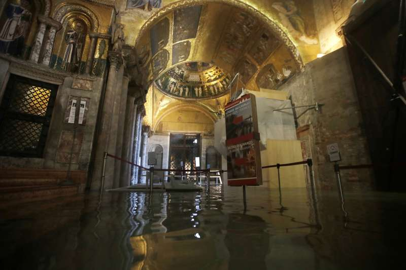 義大利威尼斯近日發生嚴重水災,聖馬可大教堂遭殃(美聯社)