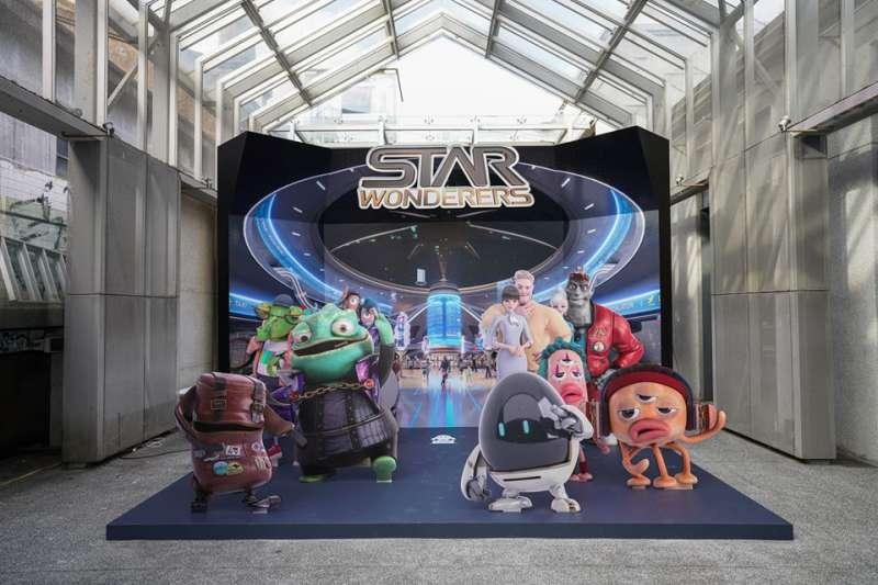 星宇航空15日舉行機上安全影片首映會,片中許多原創角色和擬真的3D動畫風格,引發熱議。(取自星宇航空臉書)
