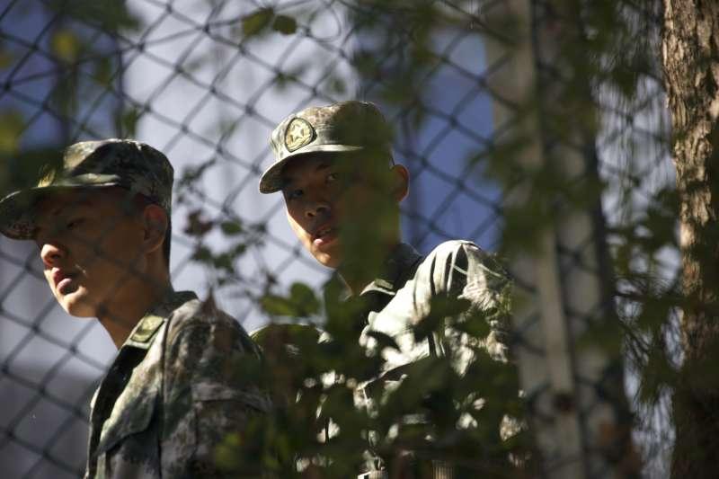 作者認為,「武統臺灣」是毫無正義性的落後的專治思維。圖為解放軍營士兵。(AP)