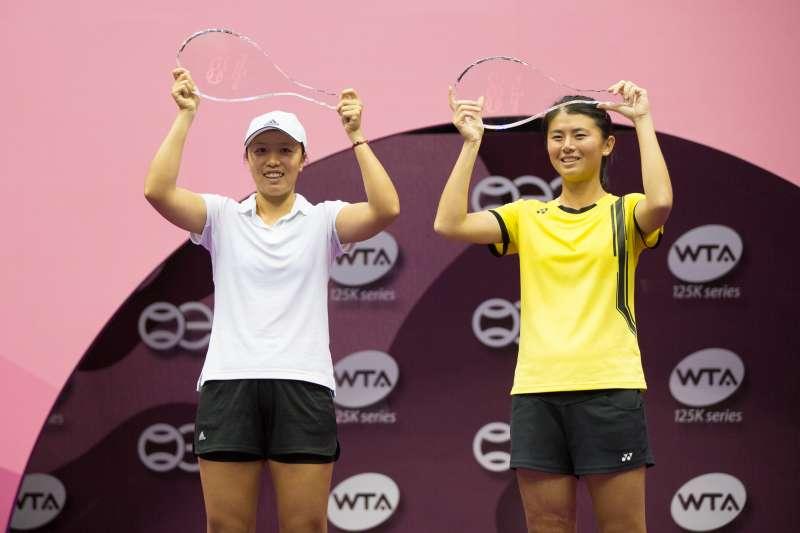 李亞軒與吳芳嫻在台北海碩盃女雙決賽以4比6、6比4、10比7擊敗大會第2種子,成功奪下冠軍。 (海碩盃提供)