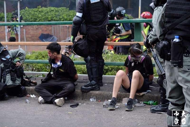 18日在香港理工大學被逮捕的「反送中」勇武派。(中大校園電台)
