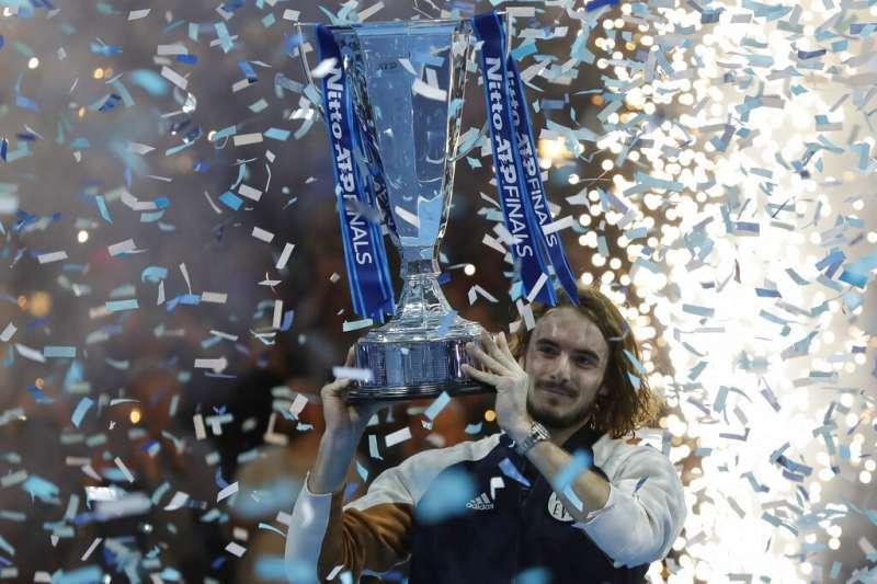 西西帕斯在ATP年終賽封王,成為史上第二位首度闖進年終賽就封王的選手。 (美聯社)