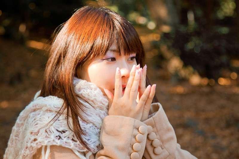 每到冬天就手腳冰冷,到底是什麼原因?(圖/pakutaso)