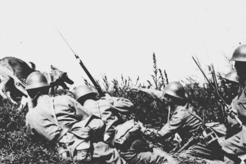 二次大戰,日本人執行玉碎已經接近瘋狂的程度。(圖/維基百科)