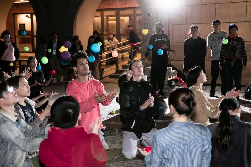 2019 Camping Asia 各國學生相見歡,一起在國家兩廳院廣場參加活動。(圖/臺北表演藝術中心)