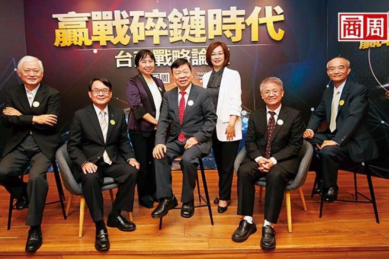 當全球供應鏈因保護主義變得破碎,台達電副總裁蔡榮騰、研華執行董事何春盛等6位企業家,認為應變之道是做出非你不可的價值。(攝影者.駱裕隆)