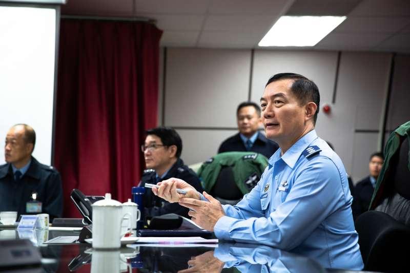 國軍19日舉行全島聯合防空演習「聯翔操演」,參謀總長沈一鳴上將前往台北空軍作戰指揮部視導。(國防部提供)