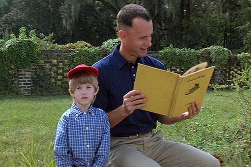 選角指導Lewis 無意間在必勝客的電視廣告中,看到了童星 Haley Joel Osment ,只看了兩秒便決定找他來飾演小阿甘。(圖/imdb)