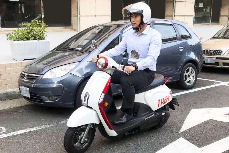 iRent共享電動機車擴展至高雄,民眾在路邊停車格即可預約用車(圖/和雲行動服務)