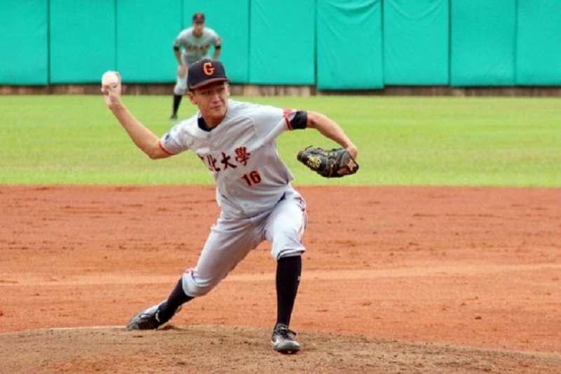 文化大學投手王泓勛在大專棒球聯賽繳出完投勝。 (大專體總提供)