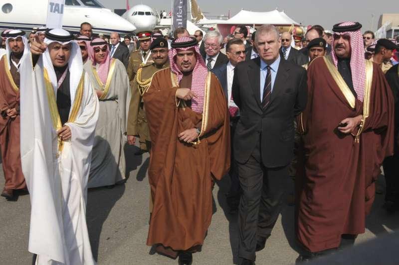 2014年1月16日,安德魯王子造訪中東國家巴林。(AP)