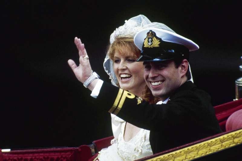1986年,英國安德魯王子與前妻佛格森(Sarah Ferguson)舉行大婚。(AP)