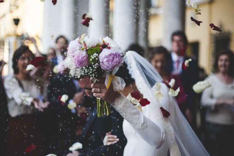 (示意圖)一對紐西蘭、澳洲聯姻夫婦在紐澳中點的高空中舉行機上婚禮。(AP)
