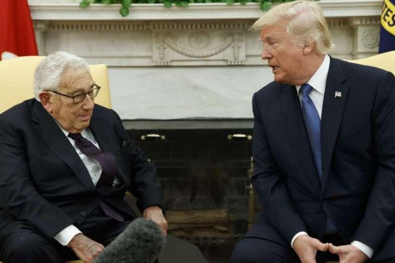 2017年10月10日川普總統在華盛頓會晤前國務卿季辛吉。(美聯社)