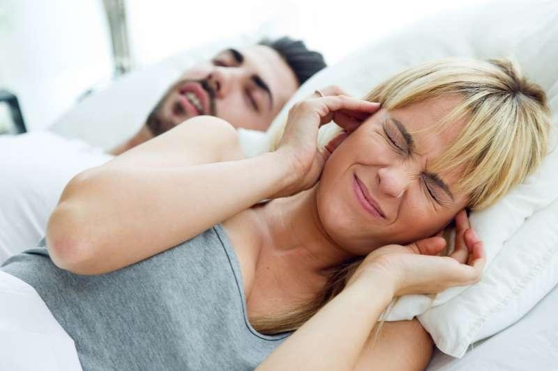 圖說:夜晚打鼾、白天嗜睡,可能是罹患睡眠呼吸中止症(圖/freepik)