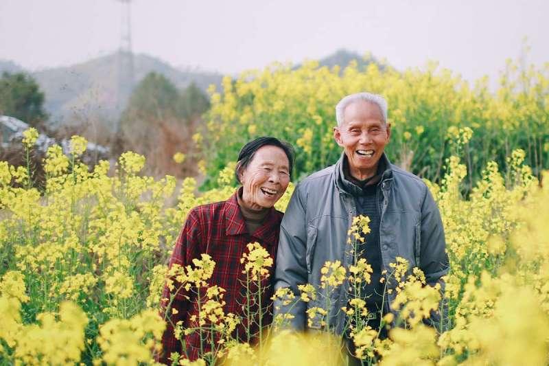 劉黎兒提醒,不論有沒有結婚,身邊都該有幾個能互相照應的朋友(圖/Unsplash)