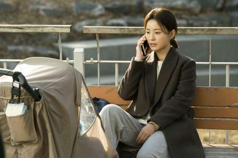 《82年生金智英》道出韓國社會嚴重的性別問題。(圖/車庫娛樂提供)