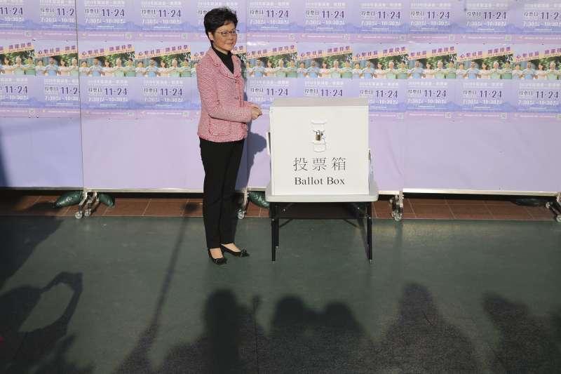 香港區議會選舉:特首林鄭月娥投票(AP)