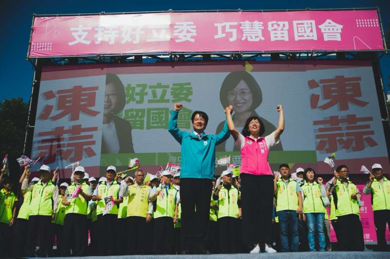 20191124-立委蘇巧慧(右)24日舉辦連任競選總部成立大會,前行政院長賴清德(左)出席。(蘇巧慧提供)
