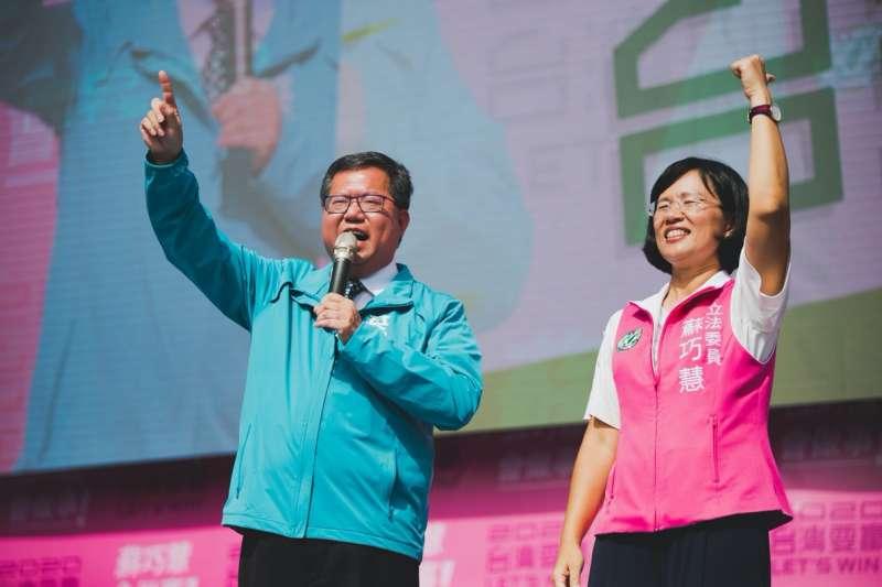 20191124-立委蘇巧慧(右)24日舉辦連任競選總部成立大會,桃園市長鄭文燦(左)出席。(蘇巧慧提供)