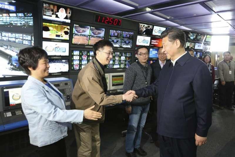 中國國家主席習近平參訪中國中央電視台(央視)(資料照,AP)