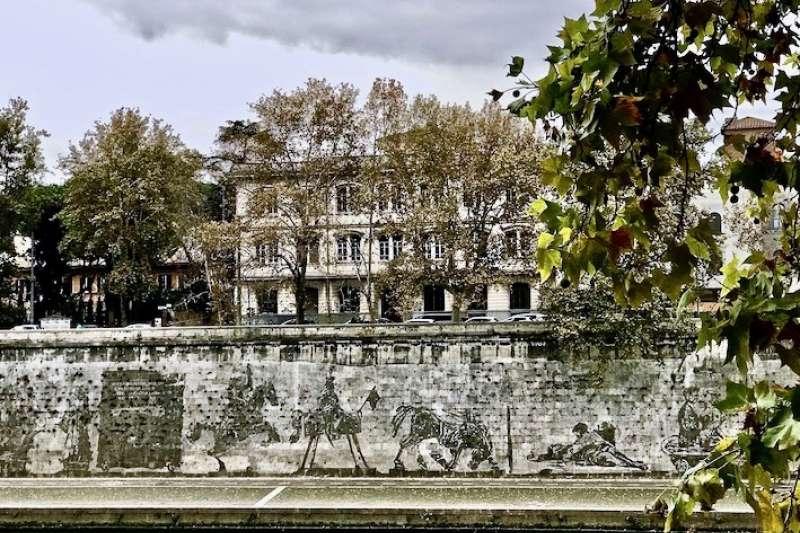 白色石牆上羅馬的故事: 興盛與衰落。(曾廣儀攝)