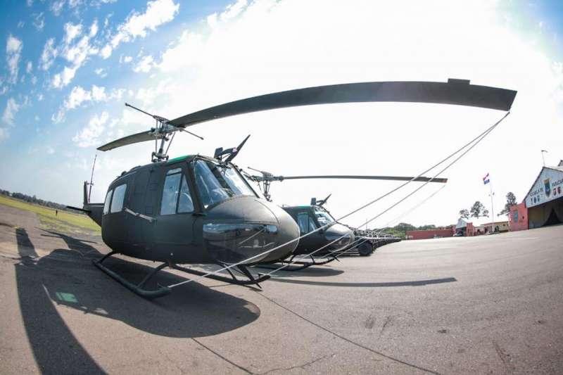 今年8月我國援贈巴拉圭軍品,包括30輛悍馬車、2架UH-1H直升機,其中1架UH-1H直升機在本月失去動力致失事。(取自巴拉圭總統阿布鐸臉書)