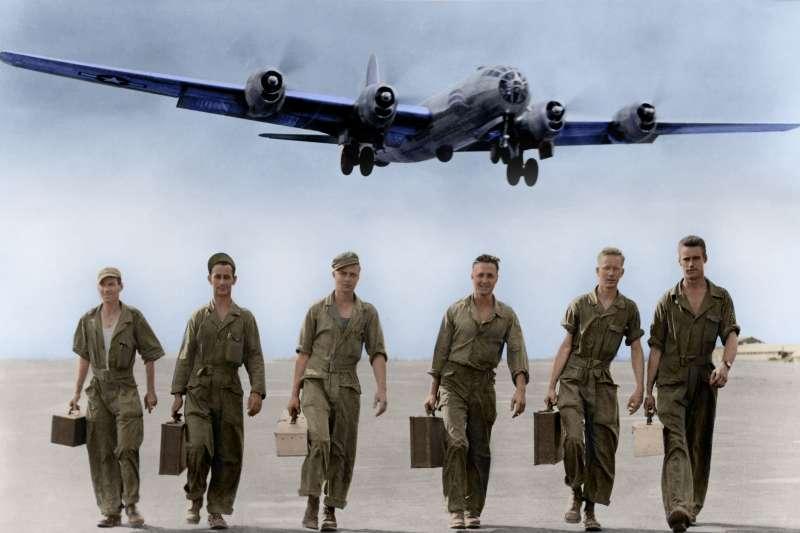 第二次世界大戰期間,中緬印戰區出現一支驍勇善戰的空軍隊伍,飛機上畫著鯊魚頭的醒目圖案,成為世界空軍史耀眼的一頁,它就是由中美空軍共同組成的聯軍,俗稱「飛虎隊」。(圖/徐宗懋圖文館提供)