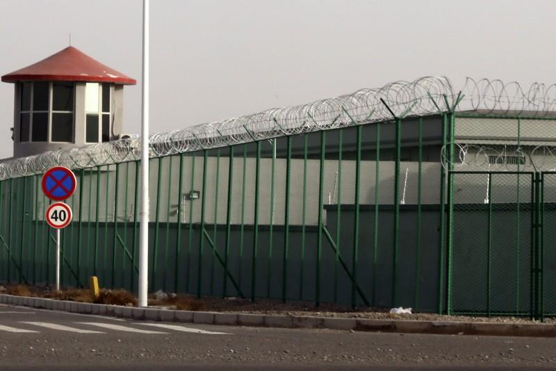 中共在新疆設立「再教育營」,如今有報告指控北京當局在西藏強推類似的勞動計畫。(AP)