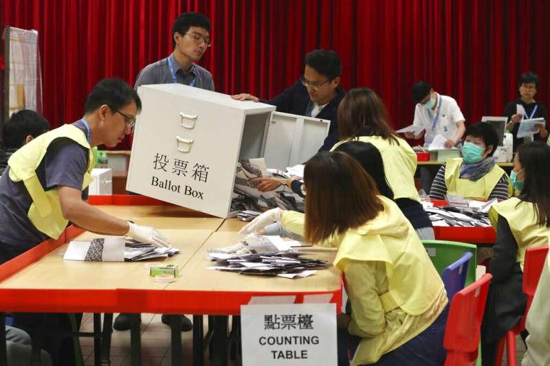 香港區議會開票。(美聯社)