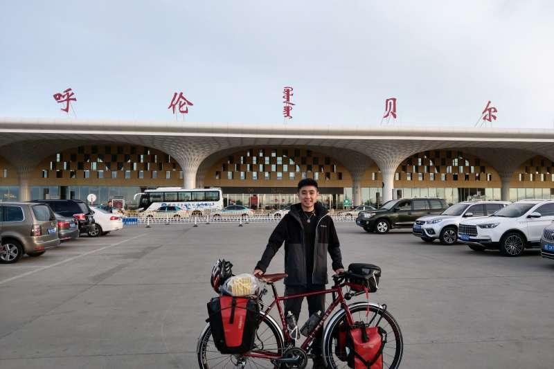台灣單車騎士曹耀文從呼倫貝爾騎至新疆,完成4800多公里的「單人單騎橫貫蒙古」挑戰,為亞洲第一人。(曹耀文提供)