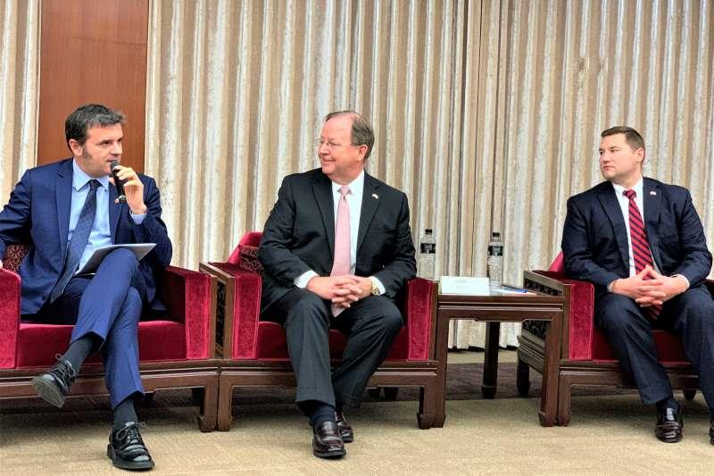 美國聯邦眾議員佛羅瑞斯(中)、瑞森紹爾(右)及義大利參議員錢益友(左)(簡恒宇攝)