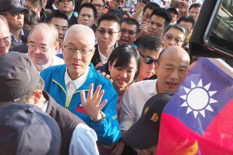 吳敦義(左)主導的不分區立委名單,對韓國瑜(右)選情影響不小。(林瑞慶攝)