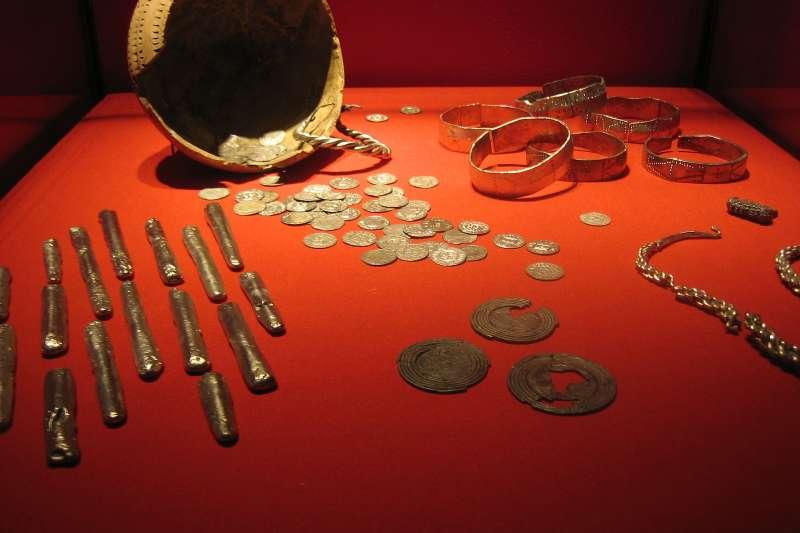 從公元8到11世紀,維京人侵擾、殖民歐洲沿海和不列顛群島,並和當地居民進行貿易,因而累積了不少財富(圖/Wikimedia)