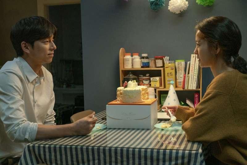 鄭裕美與孔劉三度合作,首度詮釋夫婦角色。(圖/車庫娛樂提供)