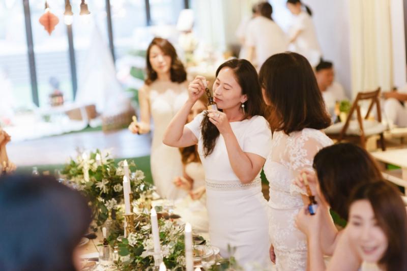 阿多瑪香氛研發長林諗慈專注為商業空間、洗沐用品、保養品調製專屬香氛。(圖片來源:阿多瑪香氛實驗室)