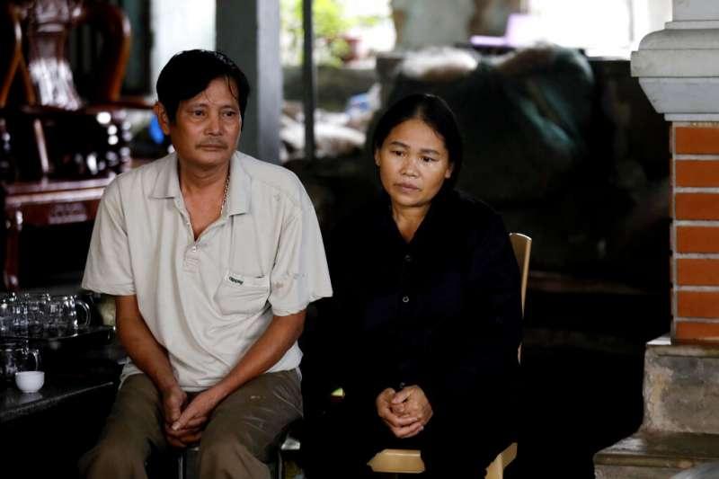 英國貨櫃車慘案時隔1個月,首批越南偷渡客遺體27日運回家鄉。(AP)