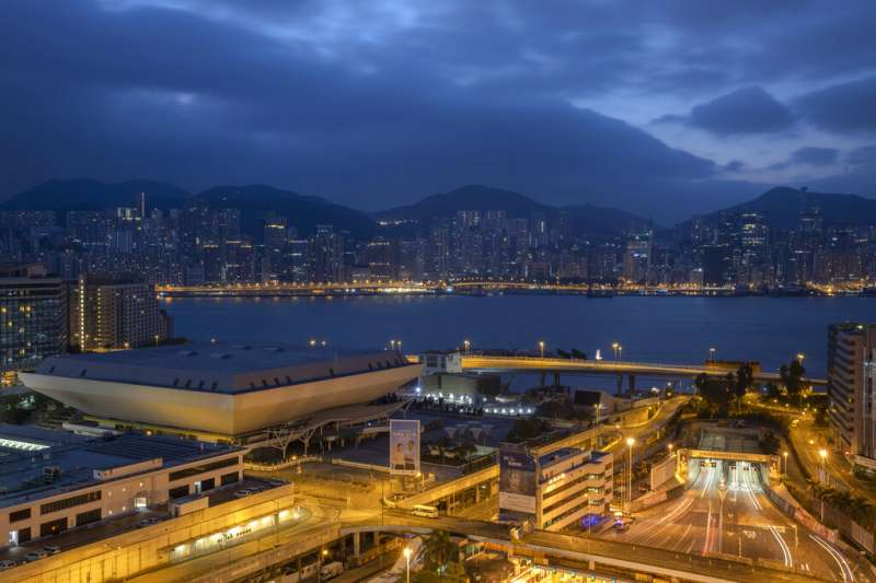香港理工大學旁的紅磡海底隧道27日終於恢復通車。(美聯社)