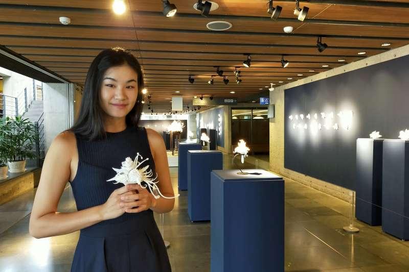 鶯歌陶瓷博物館即日起至12月29日止在B1陶藝長廊展出「花譜FLORILEGIUM—李如詩創作個展」,展出87件作品。  (圖/鶯歌陶瓷博物館提供)