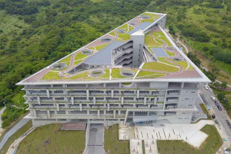 精密機械園區標準廠房不只取得黃金級綠建築標章候選資格,在智慧建築方面也已取得合格級候選標章。(圖/臺中市政府提供)