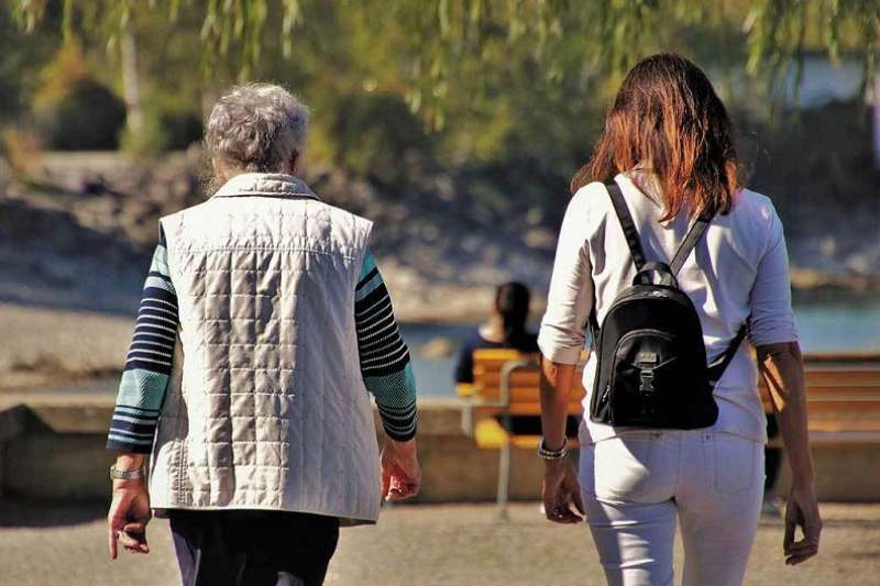 婆媳問題是許多婚姻中常見的問題之一。(圖/正向戀愛學)