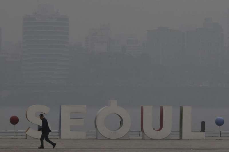 南韓政府將在今年冬季關閉國內總數4分之1的燃煤電廠,以減少空氣汙染。(資料照,美聯社)