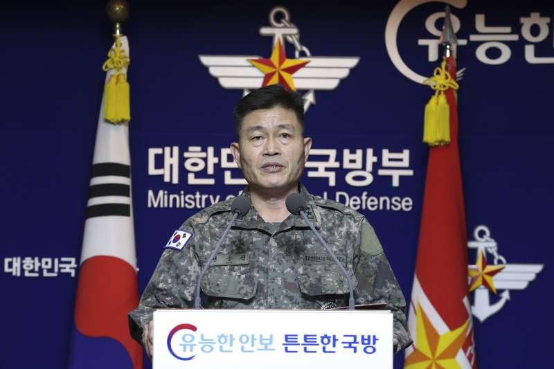 2019年11月28日,北韓發射「超大型火箭砲砲彈」,南韓聯合參謀本部(聯參)舉行記者會說明(AP)