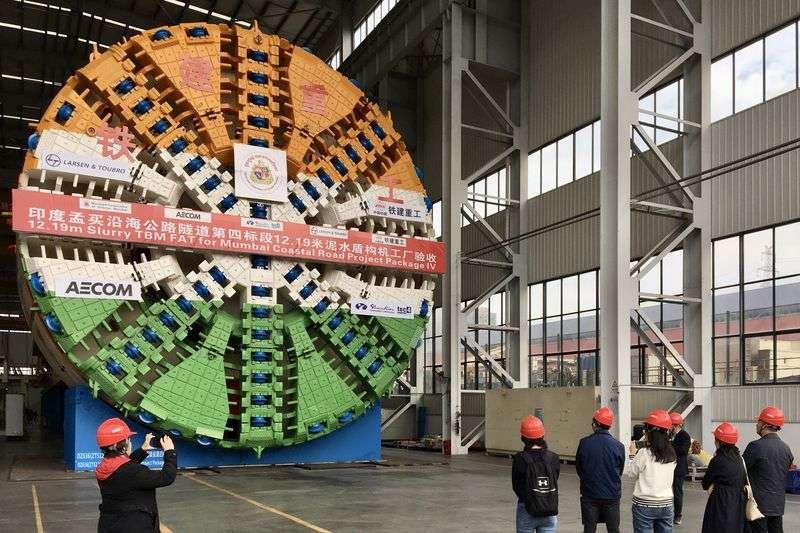 中國鐵建重工即將出口海外的盾構機,是大型工程隧道開鑿的「鐵齒銅牙」。(新華社)