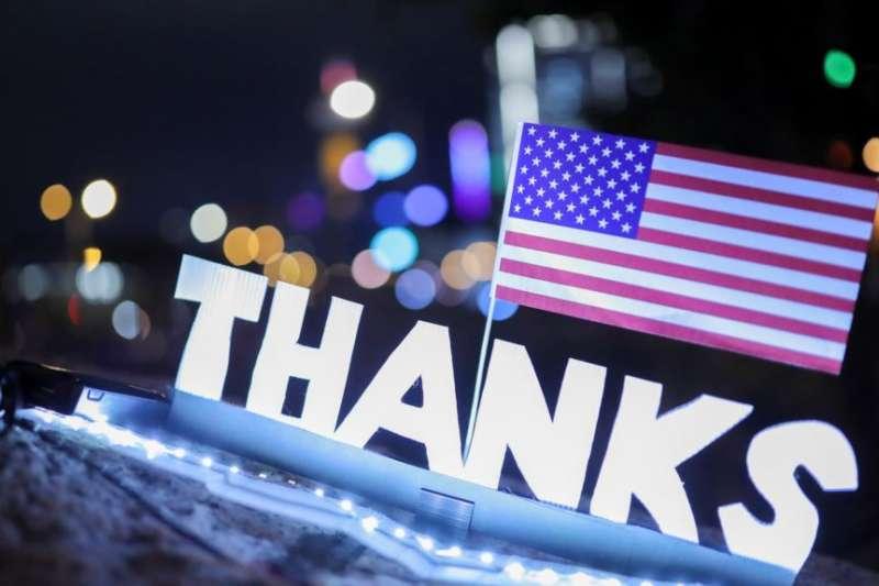 香港民眾在中環愛丁堡廣場感恩聚會,慶祝美國會香港人權法案成法。(美國之音)