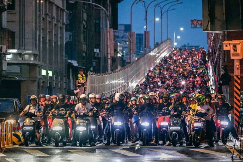 台北市政府4日宣布加碼電動機車補助。示意圖。(取自Gogoro臉書粉絲專頁)