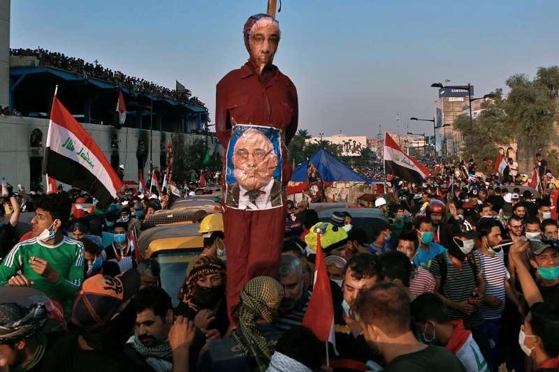 從2019年10月開始,伊拉克爆發大規模示威抗議,安全部隊血腥鎮壓,總理阿卜杜─馬赫迪(Adel Abdul-Mahdi)成為眾矢之的(AP)