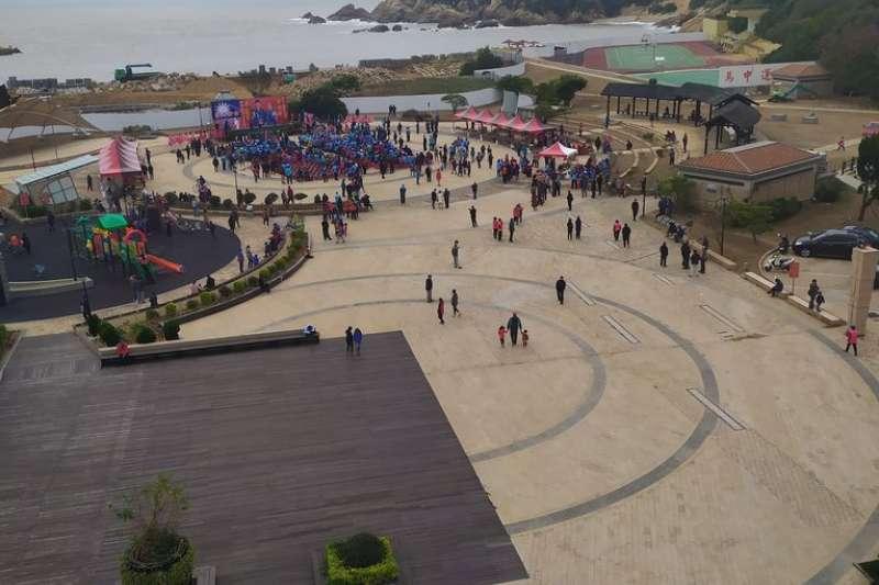 20191201-網紅四叉貓貼出國民黨總統候選人韓國瑜馬祖造勢現場照片,並細數現場椅子應僅有500張。(截圖自PTT)