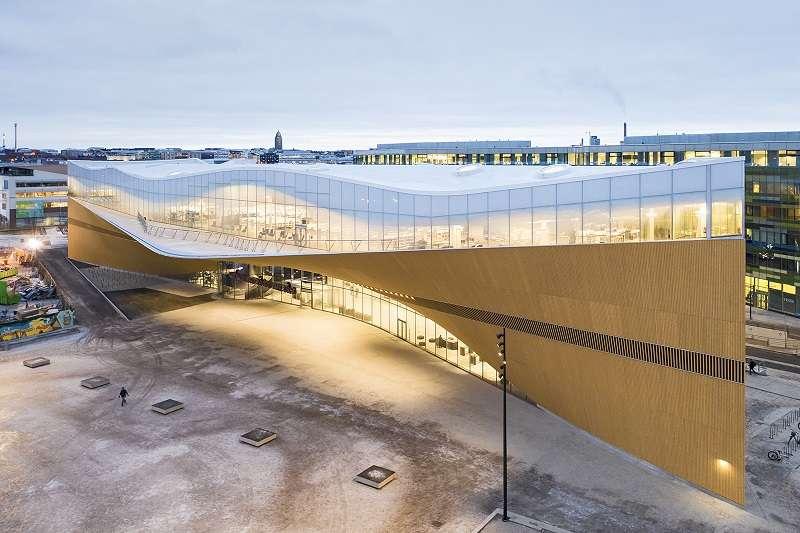 赫爾辛基頌歌中央圖書館從2012年1月開始啟動兩階段國際匿名建築競賽,吸引了來自世界各地544 個參賽作品參與競圖,2013年6月宣布由芬蘭當地的建築事務所ALA Architects拔得頭籌。(圖/Deco TV)